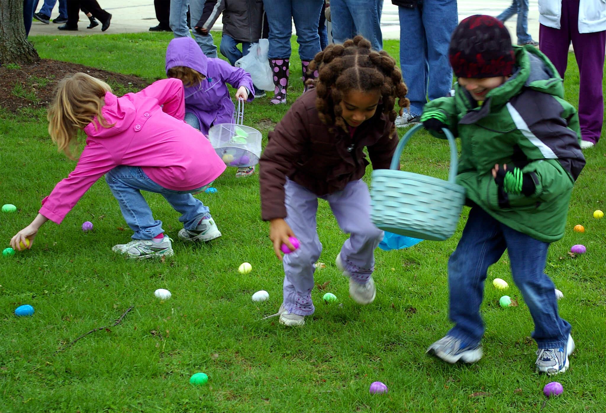 Paaspicknick met eieren zoeken